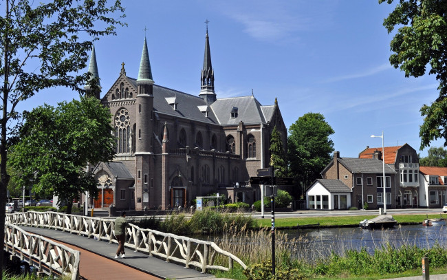 Обои картинки фото church in alkmaar,  netherlands, города, - католические соборы,  костелы,  аббатства, netherlands, church, in, alkmaar