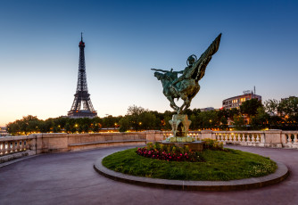 Картинка france+reborn+statue+on+bir-hakeim+bridge+-+paris +france города париж+ франция eiffel tower bir-hakeim bridge france reborn statue мост бир-хакейм эйфелева башня paris париж статуя скульптура