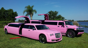 обоя pink bentley limousine 2008 and pink hummer limousine h2 2012, автомобили, разные вместе, bentley, 2008, pink, hummer, limousine, h2, 2012