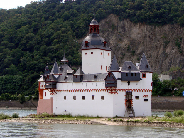 Обои картинки фото fortress pfalzgrafenstein in rhine river, germany, города, - дворцы,  замки,  крепости, fortress, pfalzgrafenstein, in, rhine, river