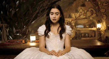 обоя mirror, кино, фильмы, lily, collins, snow, white