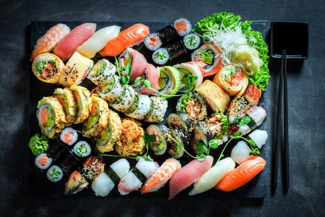 Обои еда, рыба, , морепродукты, , суши, , роллы, роллы, кухня, японская, ассорти картинки на рабочий стол, скачать бесплатно.