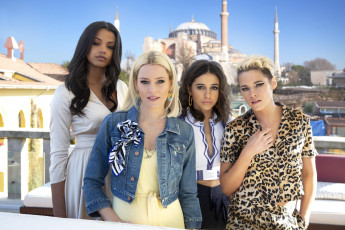 обоя charlie`s angels , 2019, кино фильмы, комедия, боевик, наоми, скотт, элла, балинска, элизабет, бэнкс, кристен, стюарт, ангелы, чарли