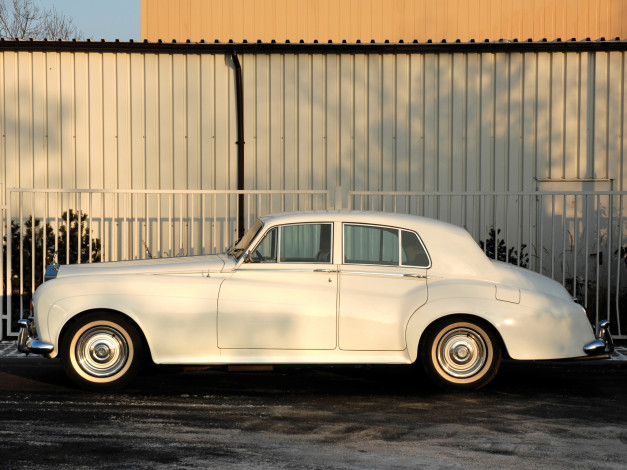 Обои картинки фото rolls-royce silver cloud saloon 1964, автомобили, rolls-royce, silver, cloud, saloon, 1964