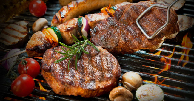Обои еда, мясные, блюда, гриль, овощи, стейк, мясо, грибы, огонь, помидоры, томаты картинки на рабочий стол, скачать бесплатно.