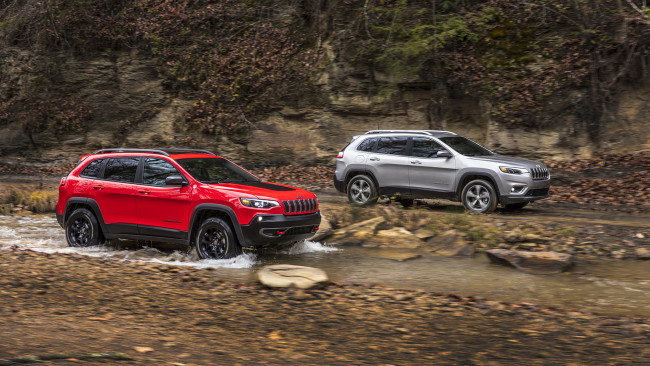 Обои картинки фото jeep cherokee trailhawk and cherokee limited 2019, автомобили, jeep, 2019, limited, cherokee, trailhawk
