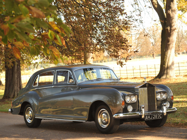 Обои картинки фото rolls-royce silver cloud lwb saloon by james young 1965, автомобили, rolls-royce, silver, cloud, lwb, saloon, james, young, 1965