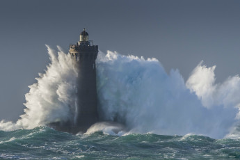 Картинка природа стихия blue маяк storm море lighthouse wave sea шторм волна