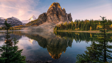 Картинка sunburst+lake mount+assiniboine british+columbia canada природа реки озера sunburst lake mount assiniboine british columbia