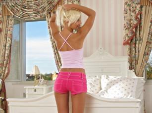 Блондинка готова отдаться всем порно фото